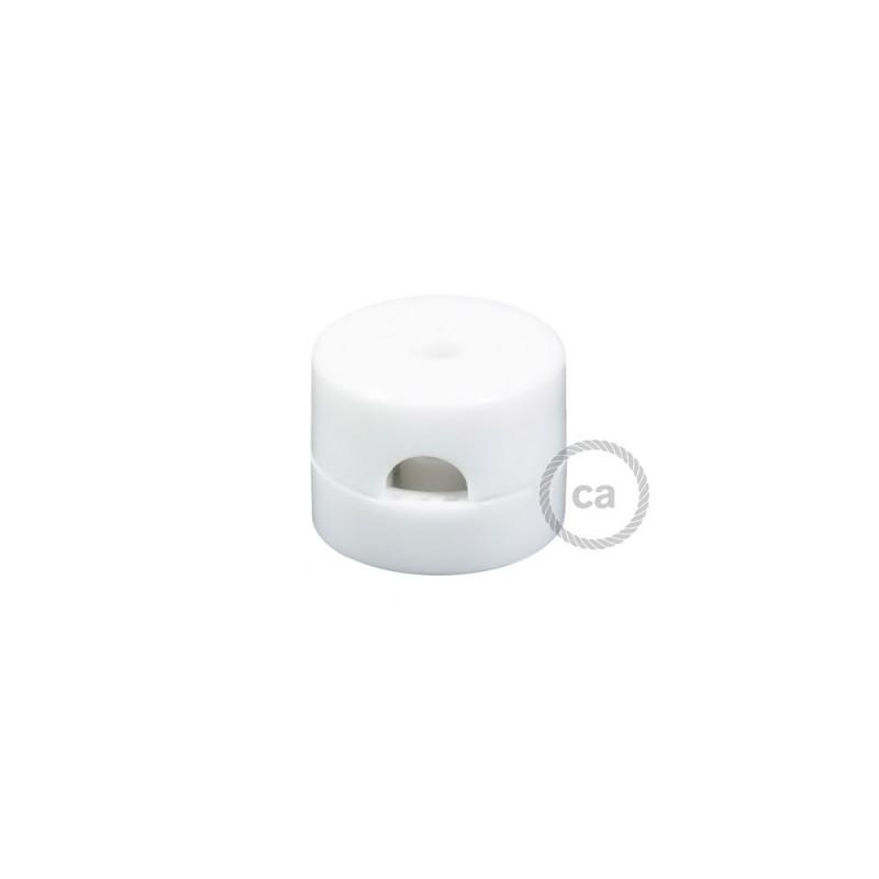 Univerzální bílá nástěnná kabelová svorka pro textilní elektrické kabely.