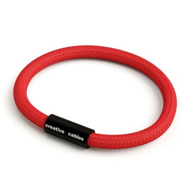 Náramek s matnou černou magnetickou sponou a kabelem RM09 - červený