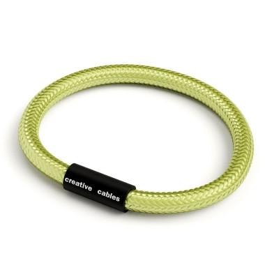 Náramek s matnou černou magnetickou sponou a kabelem RM32 - kiwi