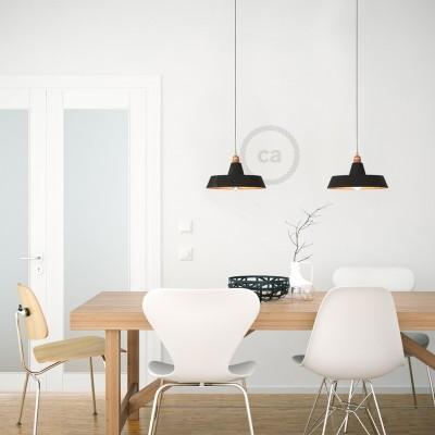 Závěsná lampa s textilním kabelem, industriálním keramickým stínidlem a kovovými detaily – Vyrobeno v Itálii