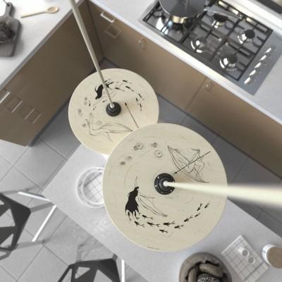 Závěsná lampa s textilním kabelem, oboustranným dřevěným stínidlem a kovovými detaily – Vyrobeno v Itálii